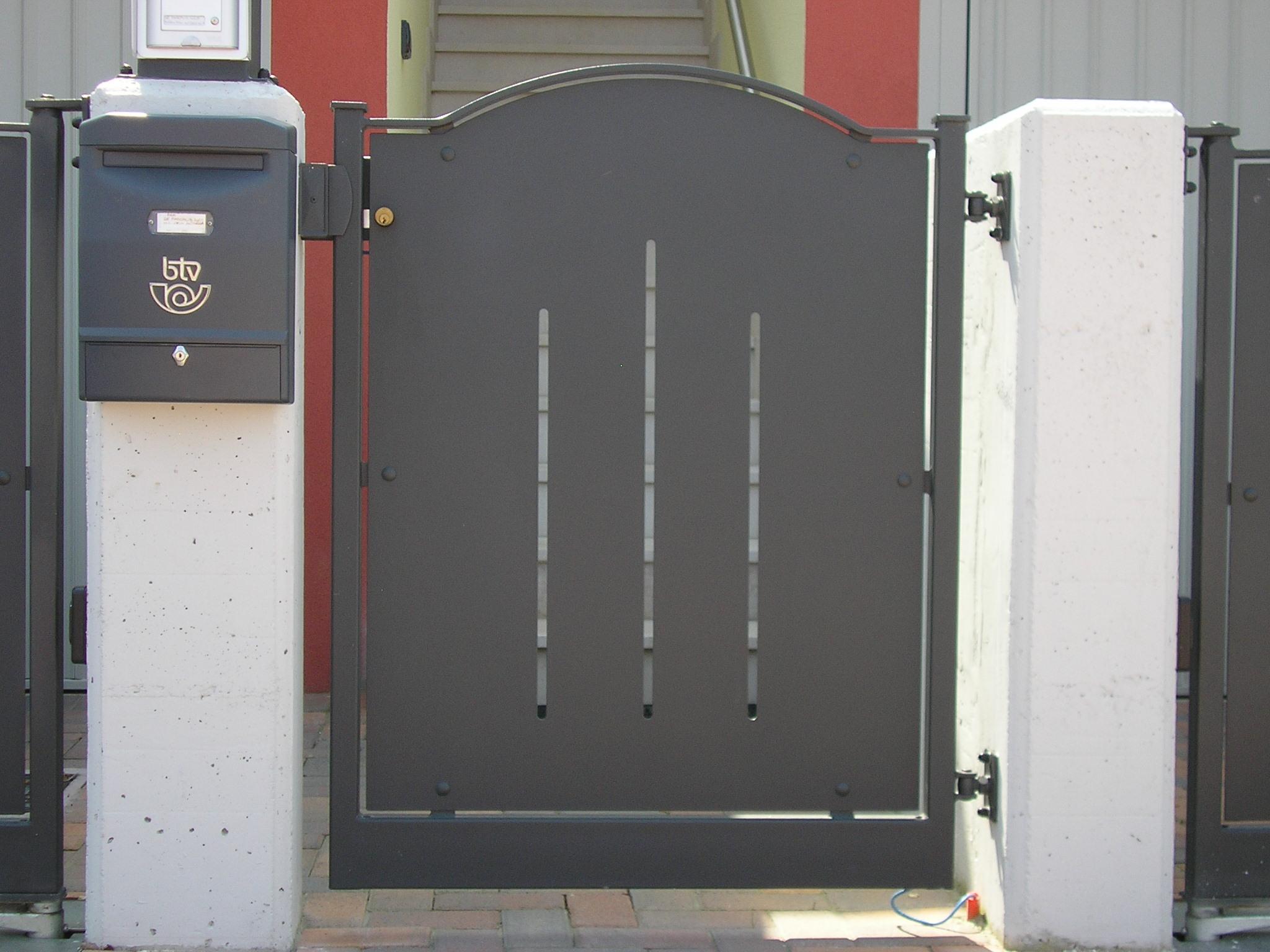 Cancelli e porte mfs carpenteria fabbro - Cancelli in ferro per porte finestre ...